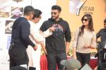 Arjun Kapoor, Raj Thackeray at Be Happy event in Mumbai on 14th Jan 2017 (51)_587b6868d3656.JPG