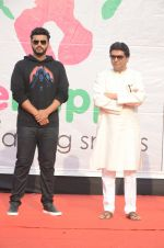 Arjun Kapoor, Raj Thackeray at Be Happy event in Mumbai on 14th Jan 2017 (56)_587b686ab30b5.JPG