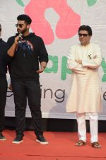 Arjun Kapoor, Raj Thackeray at Be Happy event in Mumbai on 14th Jan 2017 (78)_587b6871b0a14.JPG