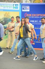 Sonali Bendre at Mumbai Marathon Event in Mumbai on 15th Jan 2017 (28)_587b6ad9c731b.JPG