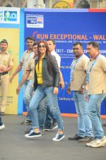 Sonali Bendre at Mumbai Marathon Event in Mumbai on 15th Jan 2017 (32)_587b6ad941f45.JPG