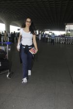 shraddha kapoor snapped at airport on 15th Jan 2017 (26)_587b6a978086d.JPG
