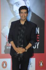 Manish Malhotra at Karan Johar_s Book Launch on 16th Jan 2017  (13)_587de23f5e9ec.JPG