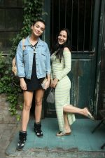 Amy Jackson at Bandra on 18th Jan 2017 (6)_58805e95e5afc.jpg