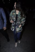Jacqueline Fernandez snapped at the airport on 17th Jan 2017 (21)_588081e1a3749.JPG