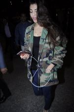 Jacqueline Fernandez snapped at the airport on 17th Jan 2017 (23)_588081e2f313e.JPG