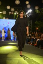 Richa Chadda at Elle Graduate Awards on 17th Jan 2017 (71)_58807dd527b48.JPG