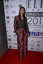 Vaani Kapoor at Elle Graduate Awards on 17th Jan 2017 (10)_58807e09231c9.JPG