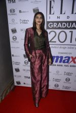 Vaani Kapoor at Elle Graduate Awards on 17th Jan 2017 (9)_58807e08444b4.JPG