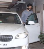 Harshvardhan Kapoor snapped at Kareena_s home on 19th Jan 2017 (11)_5881d04fca06e.JPG