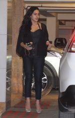 Sara Ali Khan snapped at Kareena_s home on 19th Jan 2017 (11)_5881d05b0ceb9.JPG