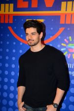 Sooraj Pancholi snapped at Sony Liv fitness event on 19th Jan 2017 (75)_5881d26e076cc.JPG