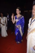 Kangana Ranaut on the red carpet of Umang show on 21st Jan 2017 (2)_58845aac4a928.jpg