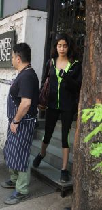 Jhanvi Kapoor snapped with her linked boy on 21st Jan 2017 (2)_5885a70599849.jpg