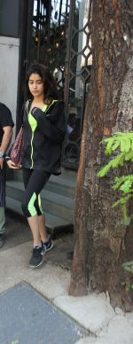 Jhanvi Kapoor snapped with her linked boy on 21st Jan 2017 (6)_5885a70b1dabb.jpg