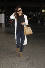 Karishma Tanna snapped at airport on 22nd Jan 2017 (60)_5885b02094a46.JPG