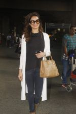 Karishma Tanna snapped at airport on 22nd Jan 2017 (62)_5885b021e9728.JPG