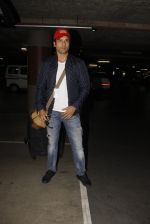 Rohit Roy snapped at airport on 22nd Jan 2017 (33)_5885b02e32b35.JPG