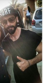 Shahid Kapoor snapped today in bandra on 22nd Jan 2017 (1)_5885b25ae8ef9.jpg