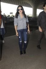 Sunny Leone snapped at airport on 22nd Jan 2017 (17)_5885b044d751a.JPG