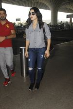 Sunny Leone snapped at airport on 22nd Jan 2017 (18)_5885b045b956a.JPG