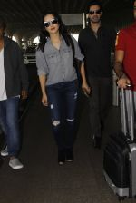 Sunny Leone snapped at airport on 22nd Jan 2017 (19)_5885b046706d7.JPG