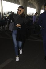 Vaani Kapoor snapped at airport on 22nd Jan 2017 (24)_5885b051a184c.JPG