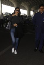 Vaani Kapoor snapped at airport on 22nd Jan 2017 (25)_5885b052bf961.JPG