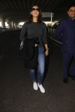 Vaani Kapoor snapped at airport on 22nd Jan 2017 (27)_5885b0562f94b.JPG