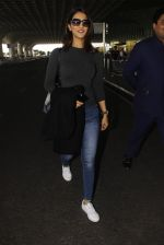 Vaani Kapoor snapped at airport on 22nd Jan 2017 (28)_5885b0576b0da.JPG