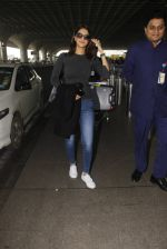 Vaani Kapoor snapped at airport on 22nd Jan 2017 (29)_5885b059934be.JPG