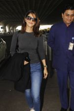 Vaani Kapoor snapped at airport on 22nd Jan 2017 (30)_5885b05b0c296.JPG