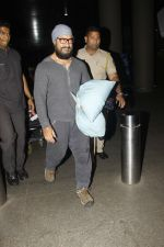 Aamir Khan snapped at airport on 23rd Jan 2017 (1)_5886f18d581b8.jpg