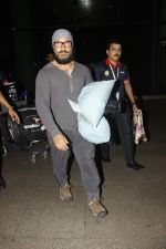 Aamir Khan snapped at airport on 23rd Jan 2017 (3)_5886f18a31998.jpg