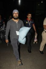 Aamir Khan snapped at airport on 23rd Jan 2017 (4)_5886f18ad7e70.jpg