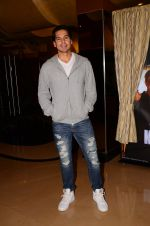 Dino Morea at Kaabil premiere on 23rd Jan 2017 (43)_5886feaae940a.JPG