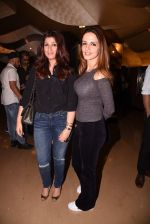 Twinkle Khanna, Suzanne Khan at Kaabil premiere on 23rd Jan 2017 (80)_5886ffcf8d900.JPG