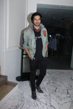 Ali Fazal at Special screening at Globus on 24th Jan 2017 (26)_588848b4a10ae.JPG
