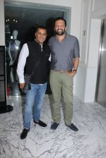 Chetan Bhagat at Special screening at Globus on 24th Jan 2017 (10)_588848c9ad150.JPG