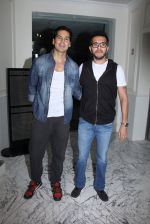 Dino Morea, Ritesh Sidhwani at Special screening at Globus on 24th Jan 2017 (42)_58884976b16dc.JPG