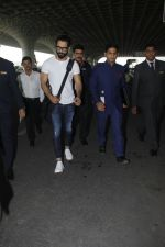 Shahid Kapoor snapped at airport on 24th Jan 2017 (7)_5888410836a26.jpg
