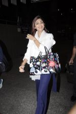 Shilpa Shetty snapped at airport on 24th Jan 2017 (12)_5888478fce186.JPG