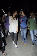 Vaani Kapoor snapped at airport on 24th Jan 2017 (37)_588847a89d9ff.JPG