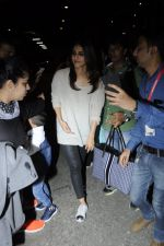 Vaani Kapoor snapped at airport on 24th Jan 2017 (33)_588847a57bbff.JPG