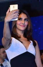 Vaani kapoor at the Launch of smart phone Huawei Honor 6X on 24th Jan 2017 (7)_588841490385c.JPG