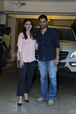 Soha Ali Khan and Kunal Khemu snapped on the occasion of their wedding anniversary on 25th Jan 2017 (2)_58899e1861ab6.jpg