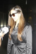 Deepika Padukone snapped at airport on 27th Jan 2017 (1)_588af0d6a17ba.JPG