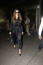 Deepika Padukone snapped at airport on 27th Jan 2017 (2)_588aef9c28094.JPG