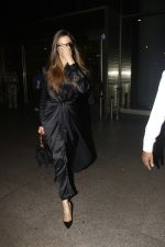 Deepika Padukone snapped at airport on 27th Jan 2017 (5)_588aefa986bc7.JPG