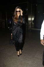 Deepika Padukone snapped at airport on 27th Jan 2017 (6)_588aefadb0bcf.JPG